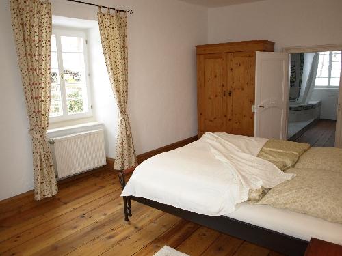 Schlafzimmer mit Doppelbett 1. OG