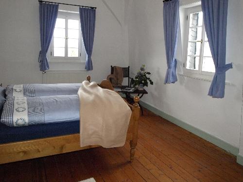 Schlafzimmer mit Doppelbett 2. OG